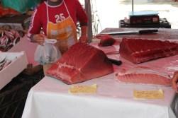 Tuńczyk – najważniejszy przysmak z targu rybnego w Trapani