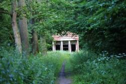 Ruiny parkowej architektury - herbaciarnia