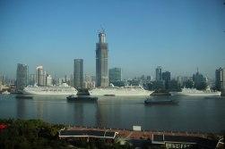 Widok z Pudong na rzekę Huangpu i zachodnią stronęmiasta