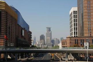 Widok z okrągłej kłądki na Pudong