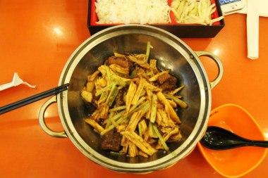 Mięso kaczki, tofu i zielenina - prawdopodobnie :]