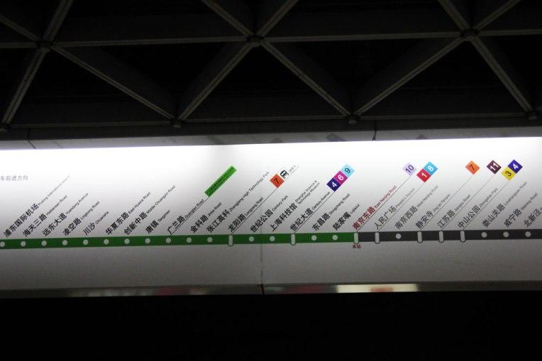 Cała linia metra jest dokładnie opisana