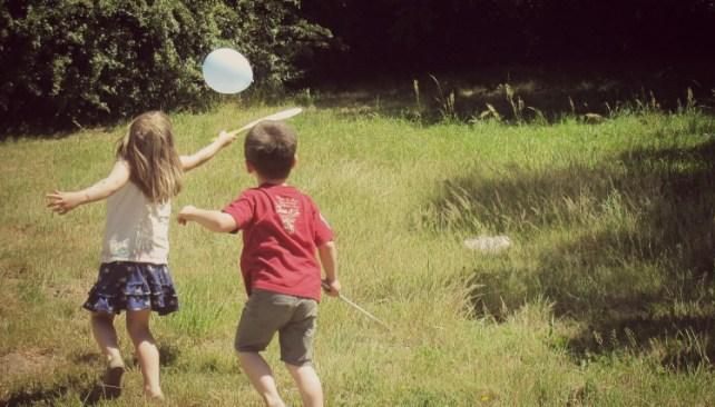 jouer aux raquettes facilement avec des enfants astuce psychomotricienne