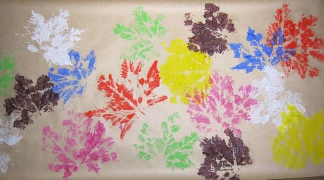 papier cadeau DIY tampon feuilles automne