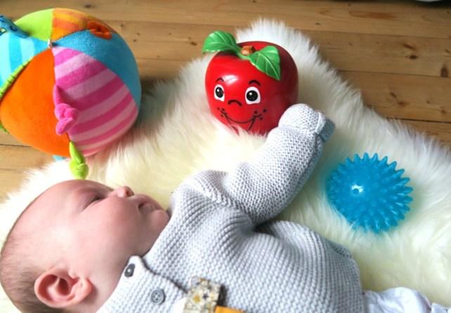 culbutos et balles d'activités premiers jeux pour bébé