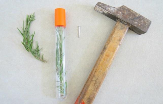 tube-sensoriel-olfactif-bébé-vert-herbe-aromatique