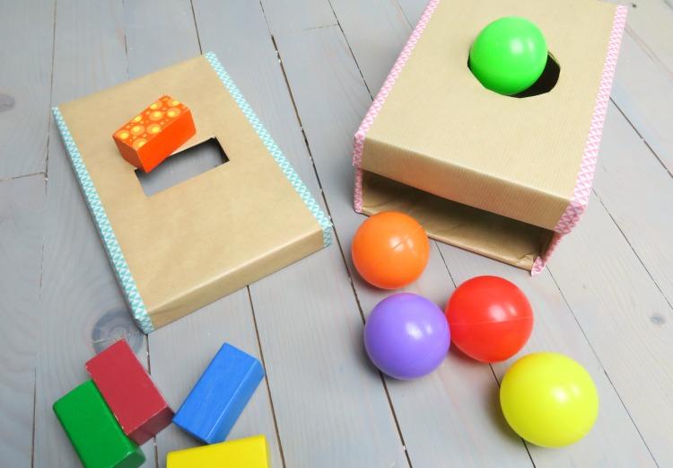 fabriquer une boite de permanence de l 39 objet en carton pour b b. Black Bedroom Furniture Sets. Home Design Ideas
