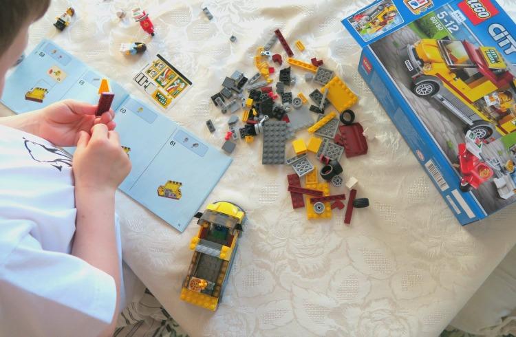 Comment Bien Choisir Ses Boites De Lego Avis D Une Maman Dont La Maison Regorge De Legos How I Play With My Mome