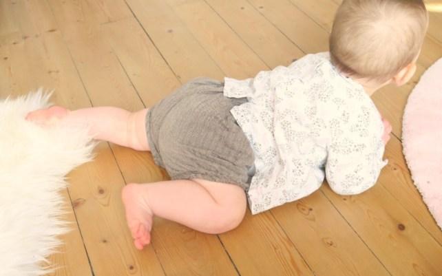 pourquoi bébé doit ramper avant la marche