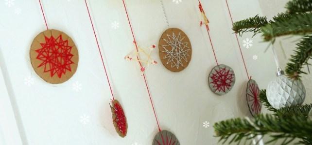 Décoration de Noël DIY carton et fil de coton Activité enfant facile couv
