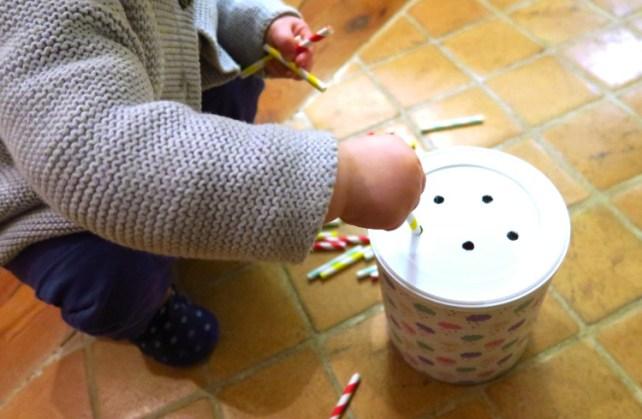 Tirelire boite de lait DIY bébé encastrement pailles