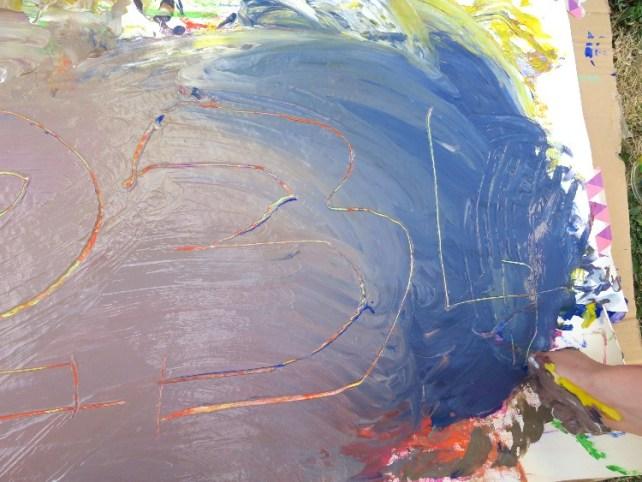 faire apparaitre des dessins et des couleurs sur des couches de peinture