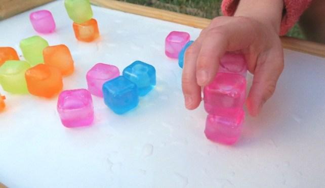 jeu avec des glaçons fabriquer une tour