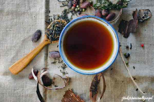 Black Tea rinse   How to dye your hair naturally?