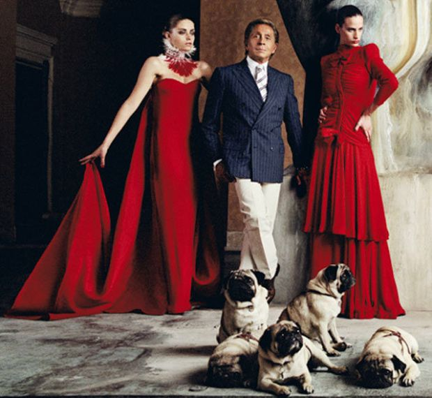 Valentino Garavani with 2 models