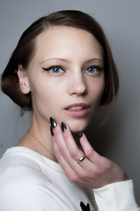 Cushnie et Ochs Metallic manicure Fall 2015 Winter 2016