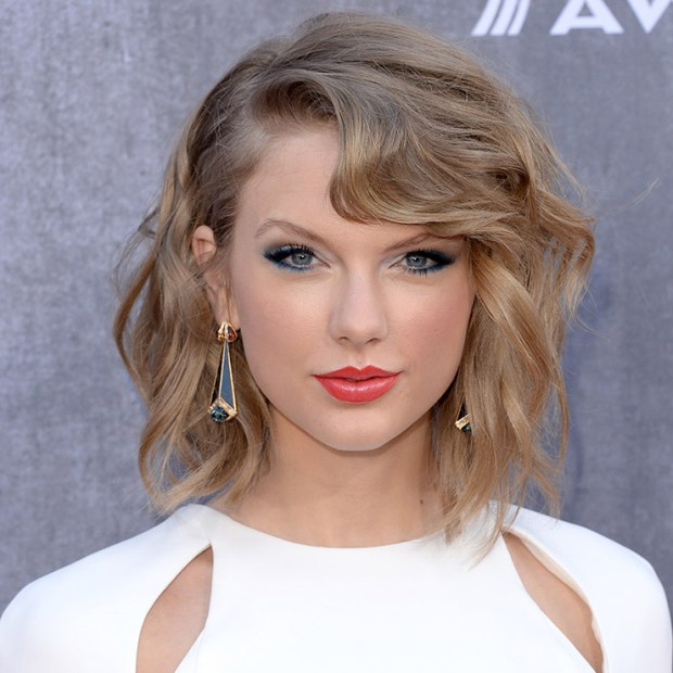 Taylor Swift makeup&hairstyle