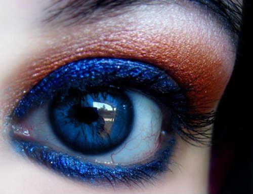 Intense eyeshadow for blue eyes makeup