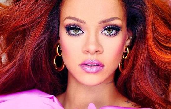 Rihanna in Barbie doll look presented her new perfume