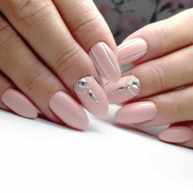 Nude nails with stones