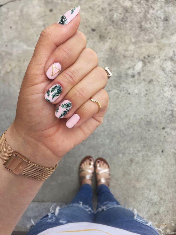 Short summer nails 2021