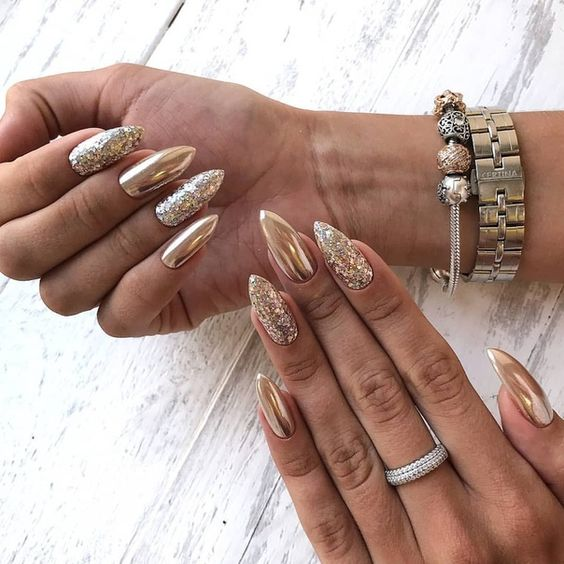Pointed shimmering nails