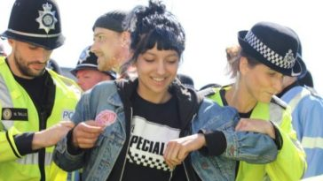 Asian Lady Stands Against EDL