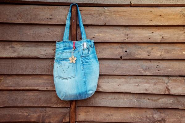 geanta din jeansi vechi