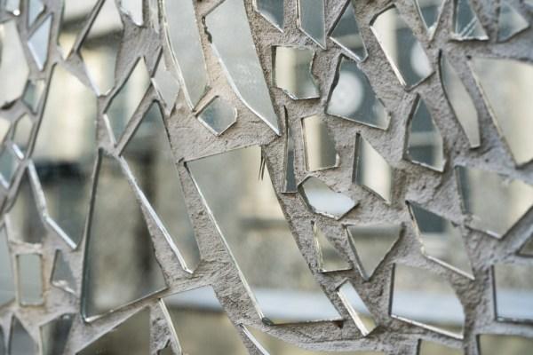reutilizarea oglinzii sparte