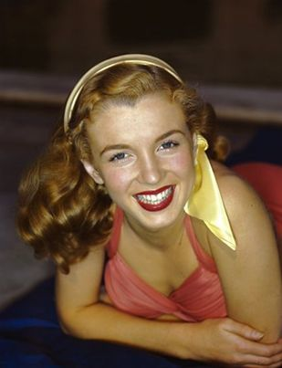 9 Rare Photos of Marilyn Monroe as a Natural Redhead