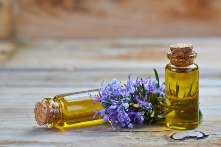 Use Rosemary Oil for reduce dandruff