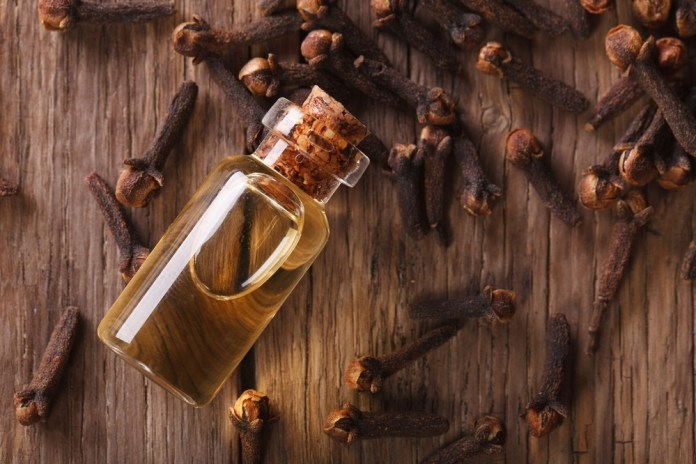 clove oil for curing skin tags
