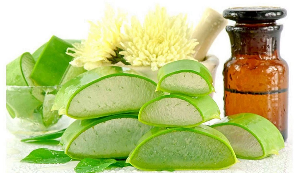 aloe vera gel to cure a cystic pimple