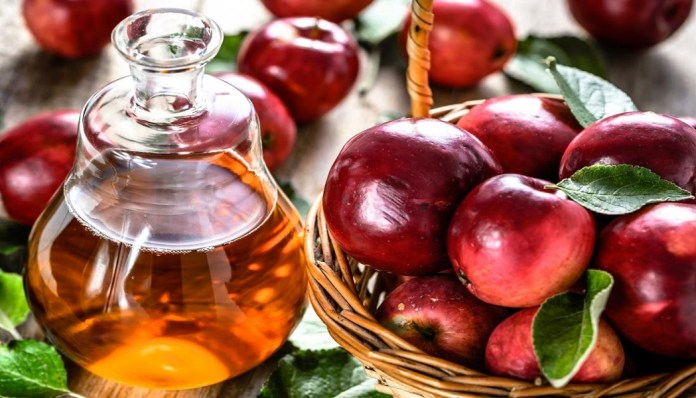 moisturize scalp with apple cider vinegar