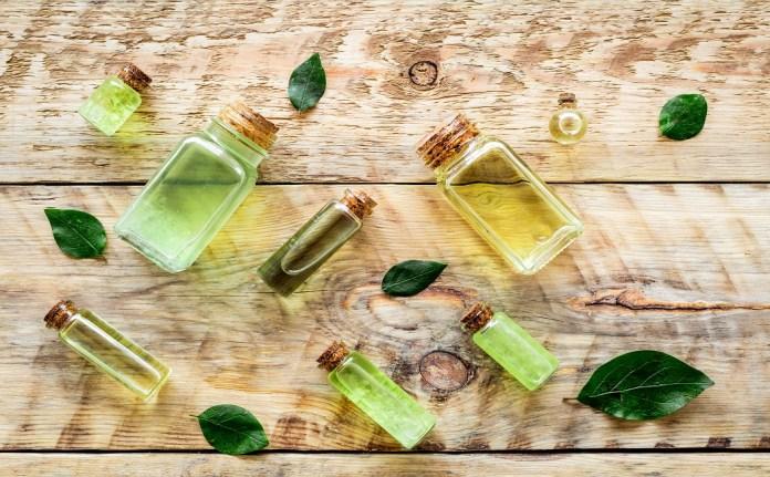 tea tree oil help in getting rid of toenail fungus