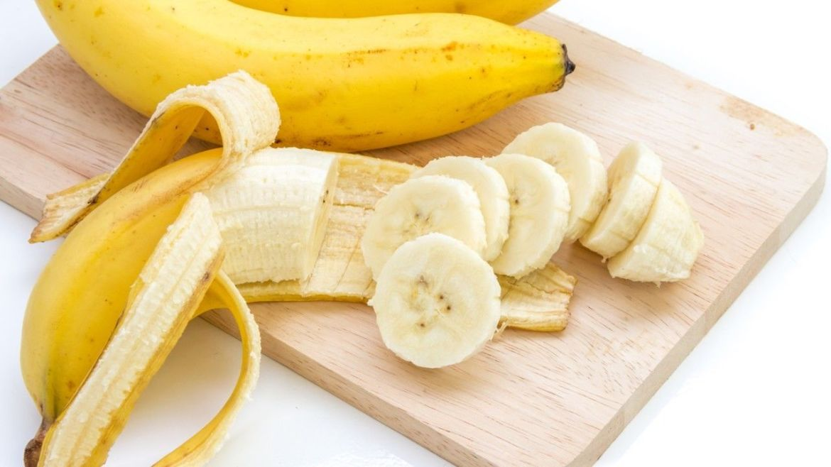 to prevent skin tags on eyelids with banana peels