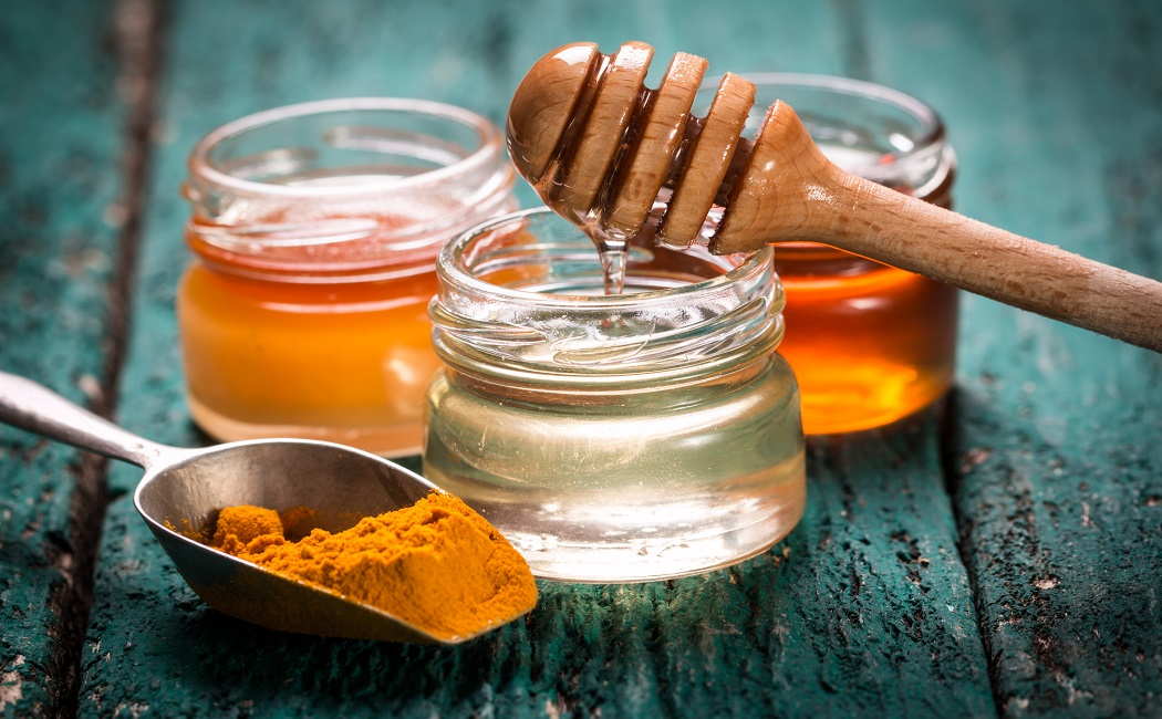 turmeric and honey paste for cure cellulitis