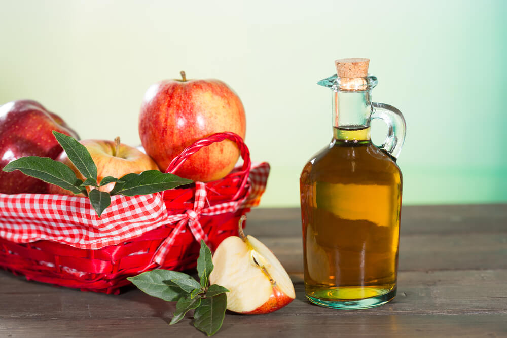 apple cider vinegar with apple