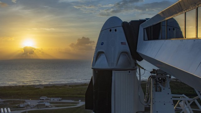 A side view of the SpaceX dragon capsule.