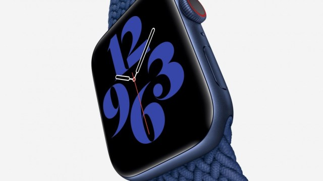 A photo of the Navy Apple Watch Series 6.