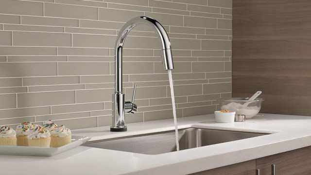 Delta VoiceIQ faucet with running water in the kitchen