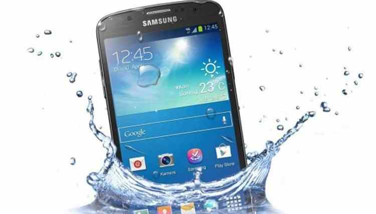 How to save a Android Phone dropped in water ?