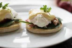 How to find a way to make Benedict eggs