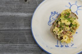 How to find a way to prepare the best scrambled eggs with bacon ever