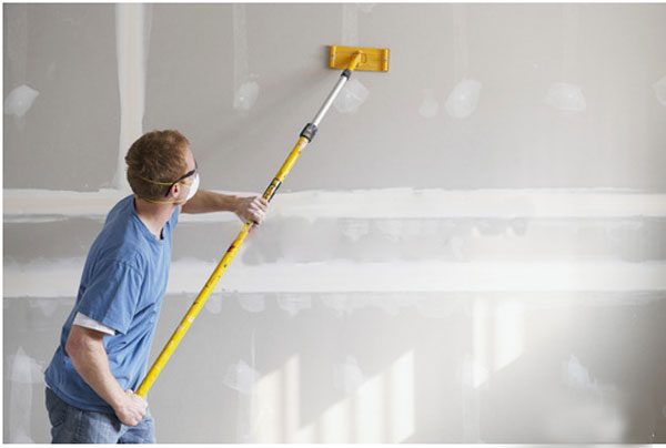 Sanding-the-drywall-compound