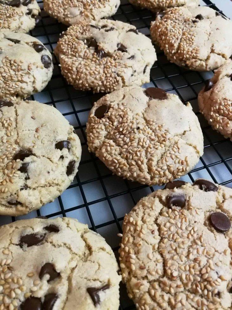 raThe Ultimate Chocolate Chip Tahini Cookies