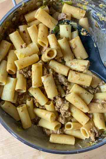 sausage and leek pasta in a skillet.
