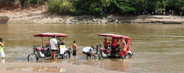 san-juan-festival-peru-amazon-mototaxis