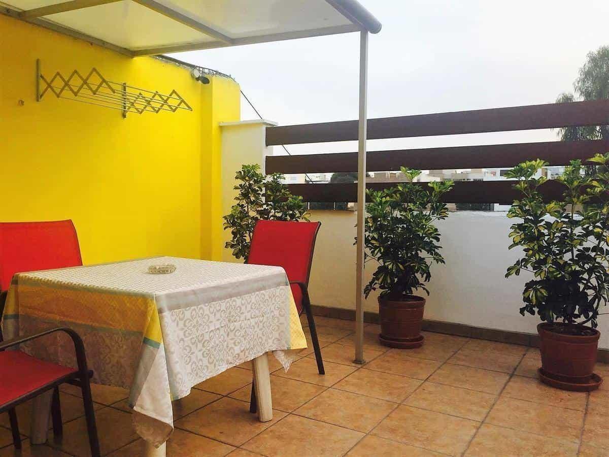Best Hostels Lima - Ziz zag hostel balcony