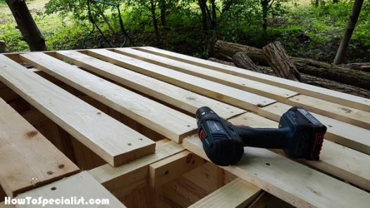 Fitting-the-slats-to-the-roof